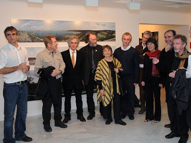 Algunos de los paisajistas europeos, junto a la comisaria de la exposición, Lorette Coen